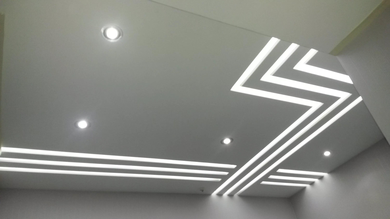 Почему световые линии на натяжном потолке смотрятся очень эффектно